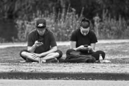 اعتیاد به موبایل در جمعهای دوستانه