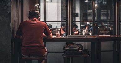 چرا هر درونگرایی باید با تنها بیرون رفتن راحت باشد