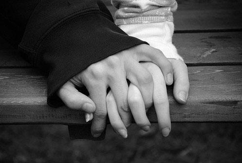 دستات را به من بده